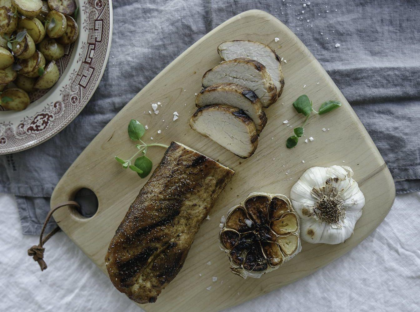 Helstekt fläskytterfilé med rostad potatis och parmesan-crème